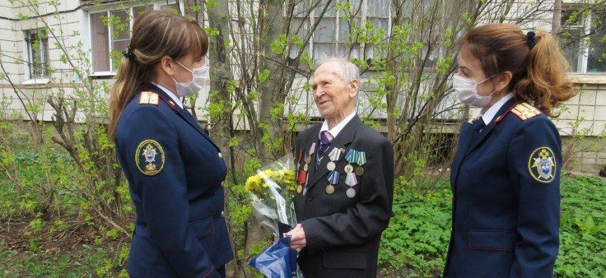Сотрудники следственного управления СК России по Костромской области поздравили ветеранов Великой Отечественной войны с Днём Победы