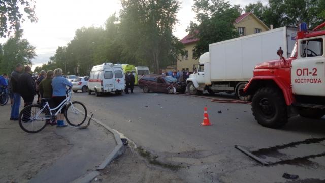 Жуткая авария в Костроме, есть пострадавший