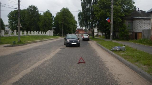 В Красном-на Волге автомобиль сбил велосипедиста