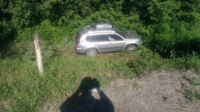 В Мантуровском районе иномарка съехала с дороги, есть пострадавшая