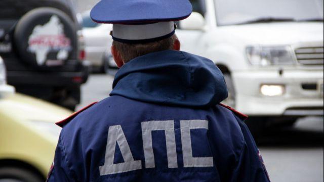 В Костроме инспекторы ГИБДД напомнили посетителям школьных ярмарок о безопасном поведении на дороге