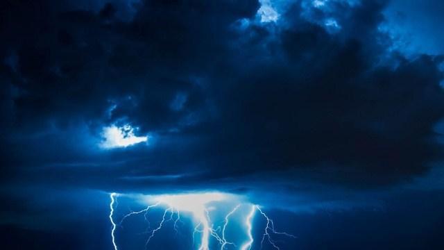 В течении суток в отдельных районах Костромской области ожидается гроза и сильный ветер