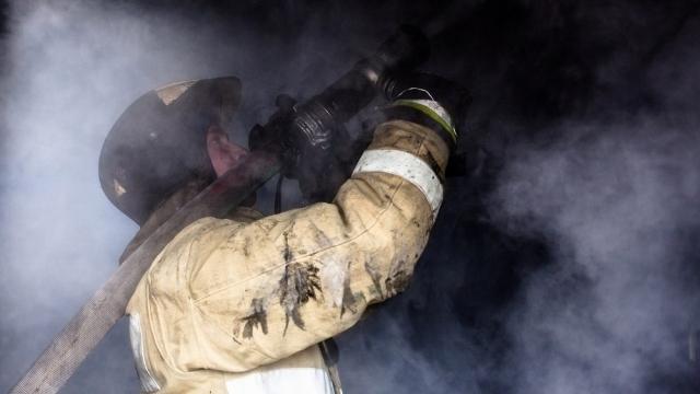 Срочно: В Костромской области горит многоквартирный жилой дом