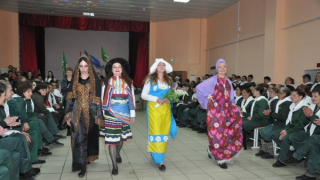 В Костроме осужденные из женской колонии организовали конкурс национальных костюмов стран - участников футбольного турнира