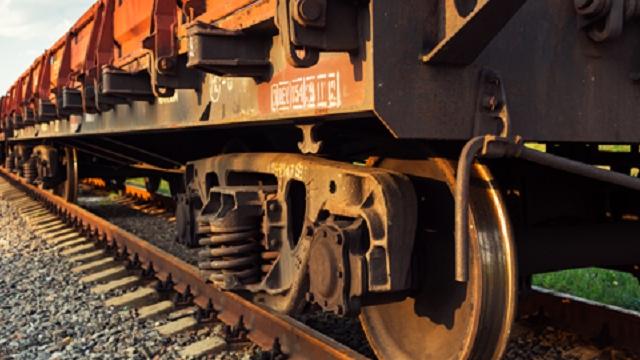 В Костромской области грузовой поезд насмерть сбил женщину