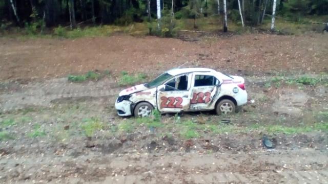 На трассе Кострома - Судиславль перевернулось такси, есть пострадавший
