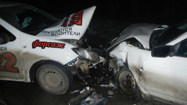 Под Костромой такси попало в ДТП, пострадали два человека