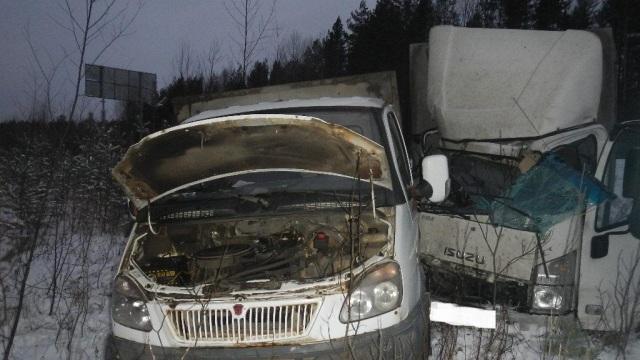 В Шарьинском районе автомобиль врезался в стоящую ГАЗель, есть пострадавший
