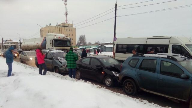 На Индустриальной в Костроме произошло крупное ДТП