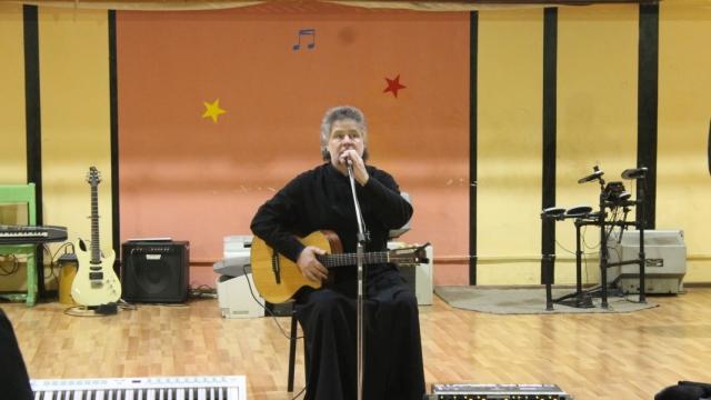 В Костромской колонии прошел концерт Михаила Спельника «Земное и Небесное»