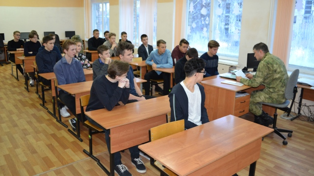 Костромские росгвардейцы помогают молодежи с выбором профессии
