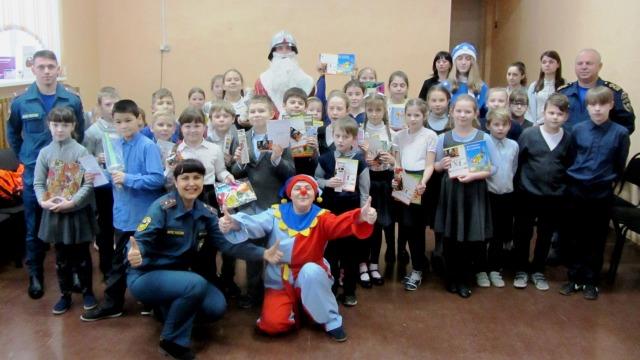 В Костромской школе прошел урок безопасности от Деда Мороза в рамках акции «Безопасный Новый год»
