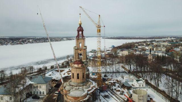 Завтра звонницу Костромского кремля увенчает освященный храмовый крест с «ключами от рая»