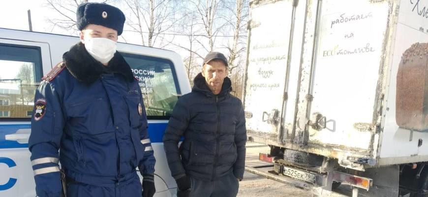 Костромские сотрудники ГИБДД помогают водителям в морозы